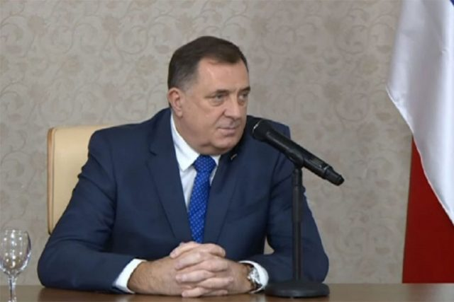 Milorad Dodik (sМилорад Додиk), bosanskohercegovački srpski političar, član Predsjedništva Bosne i Hercegovine iz Republike Srpske.